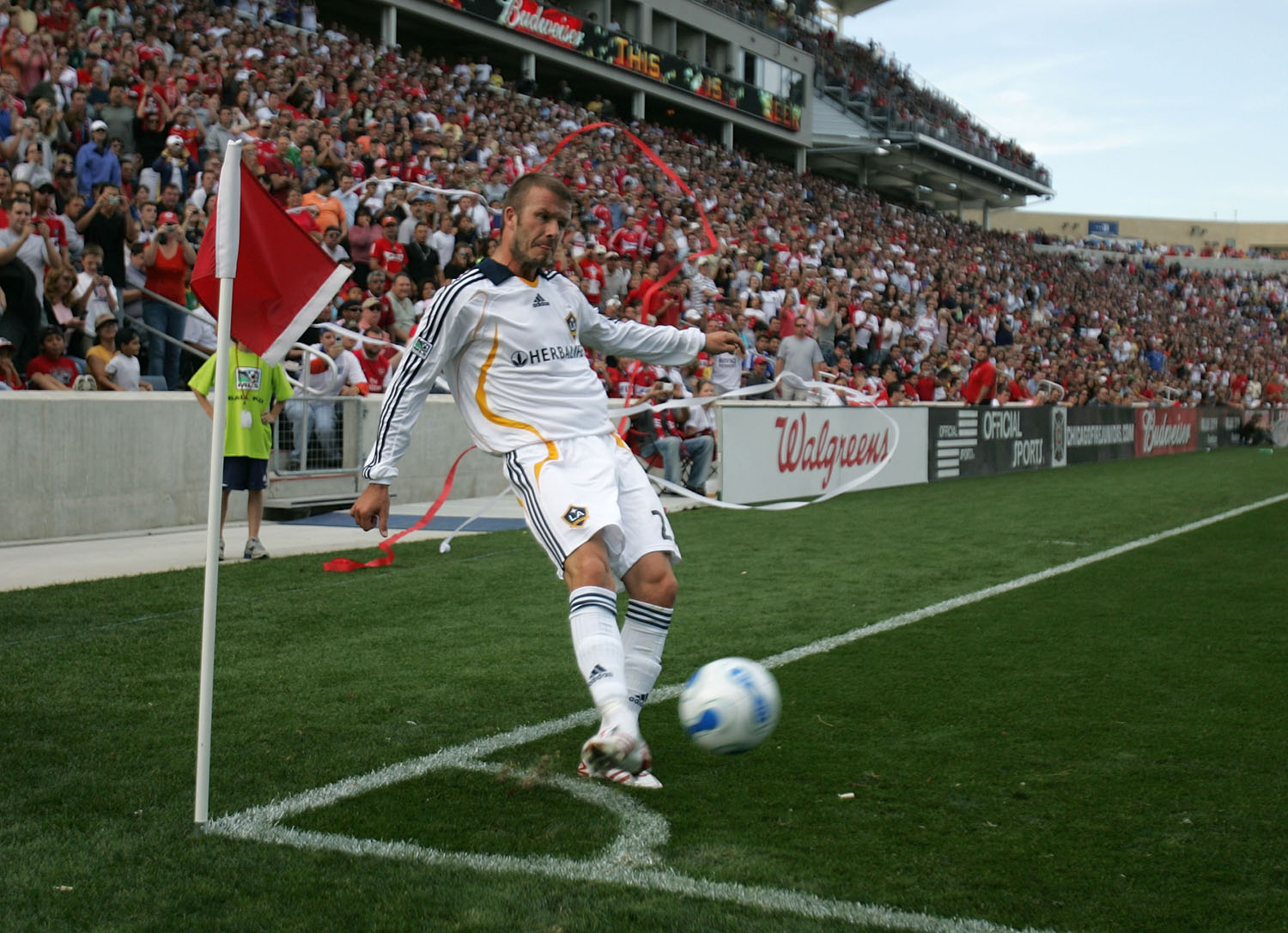 b7308a8c1 Taking a corner kick against the Chicago Fire on October 21