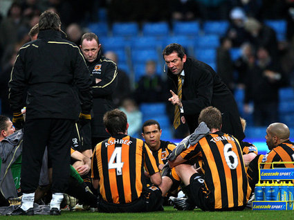 Phil-Brown-team-talk-Manchester-City-Hull-Cit_1688455.jpg