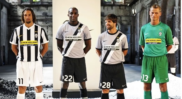 new style 3112b 2c482 Juventus launch new home and away Nike kits for 09/10. Both ...