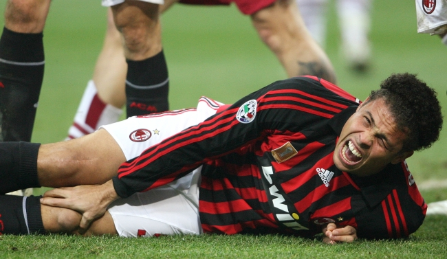 ronaldo%20injured%20milan.jpg