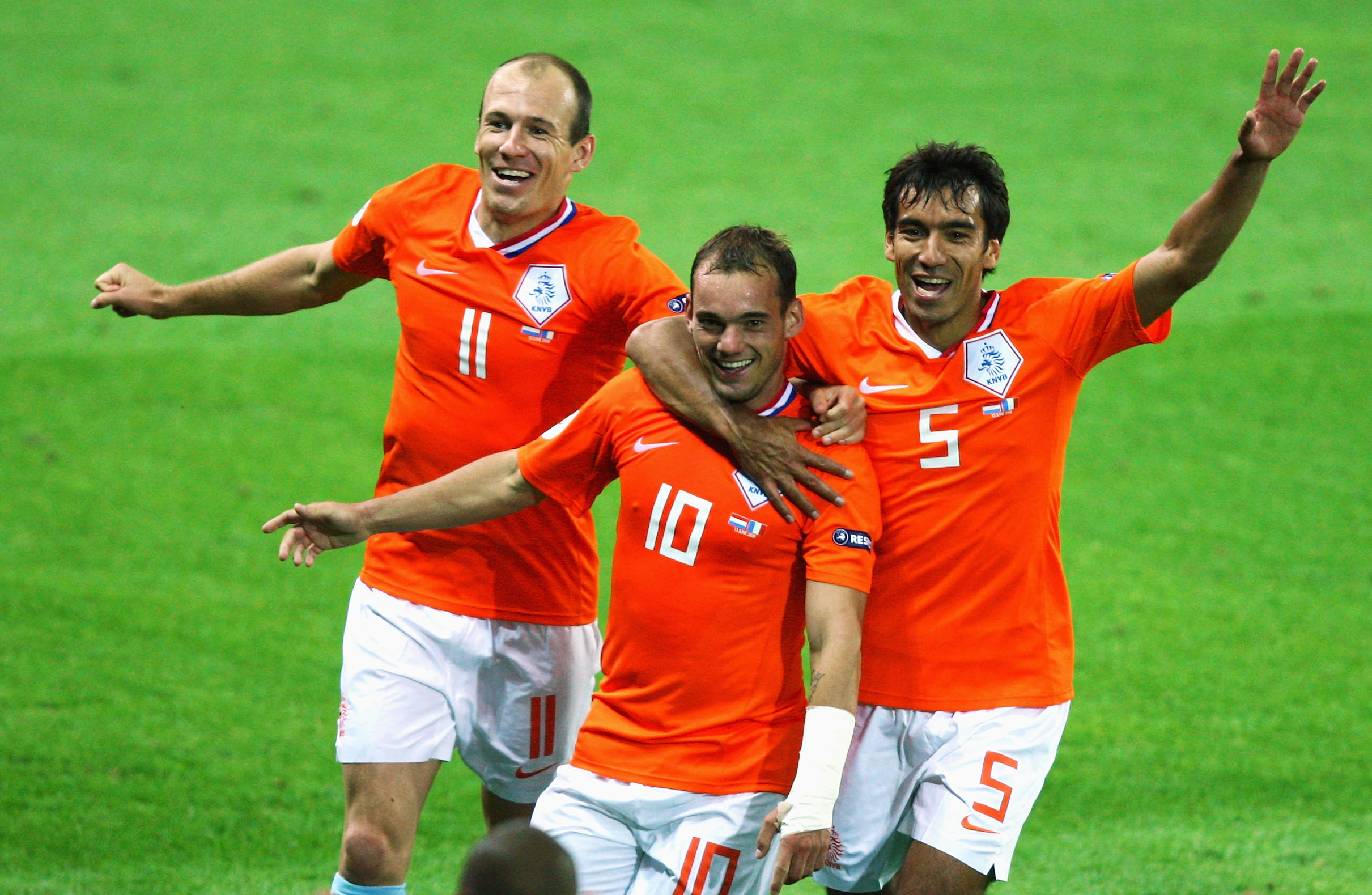 http://www.whoateallthepies.tv/sneijder%20holland%20italy.jpg