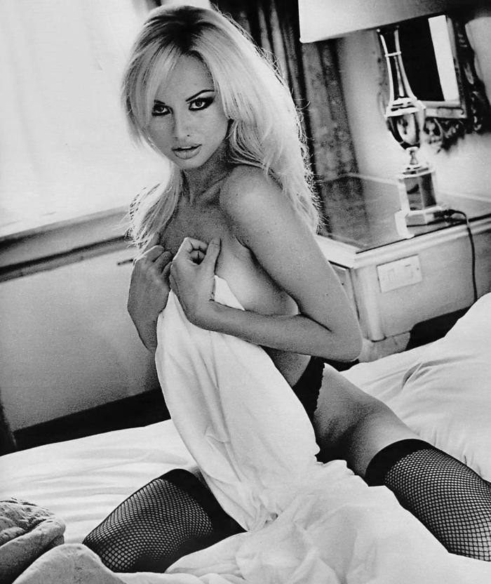 legs milf upskirt Adriana sklenarikova open