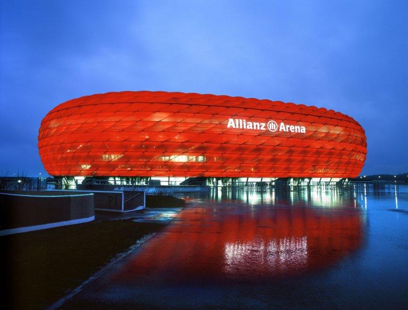 allianz-arena-bayern-munich-colours-3