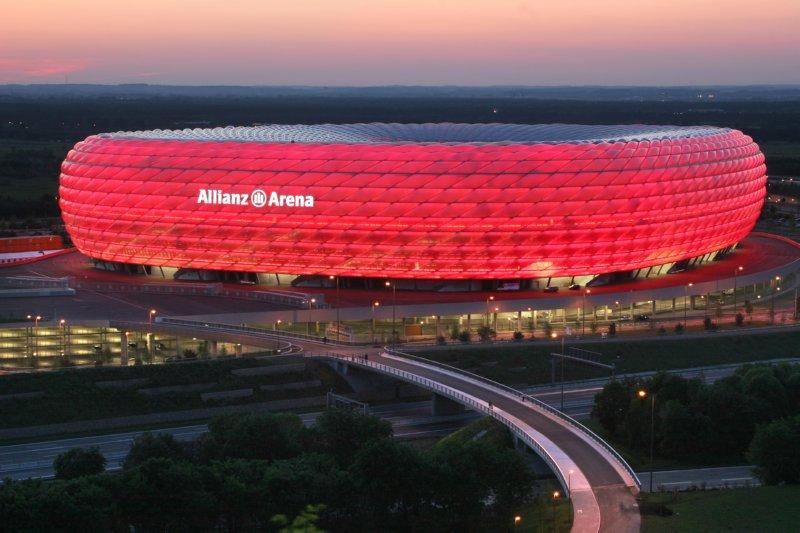 allianz-arena-red-lightning-bayern-munich-colours
