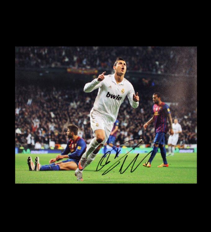 cristiano_ronaldo_signed_celebration_v_barcelona_big