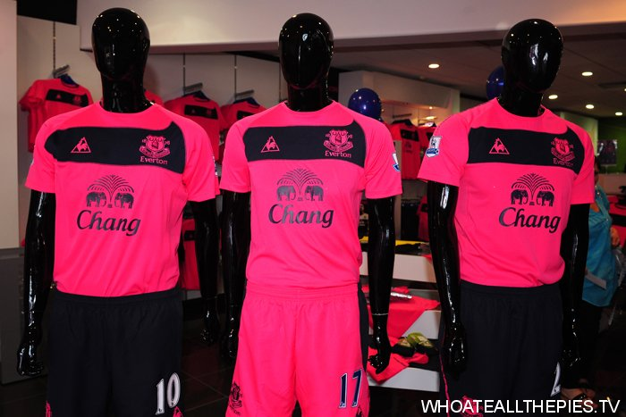 big sale d4887 80029 In Pictures: New Everton Pink Away Shirt (It's Very PINK ...