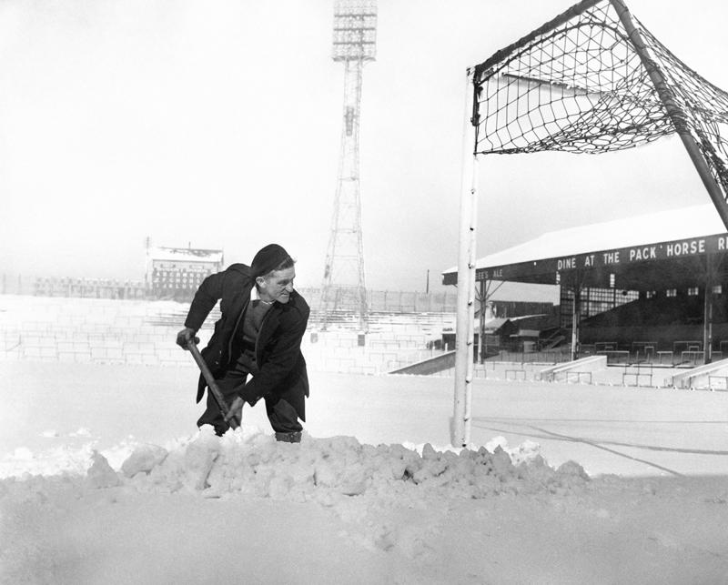 pa-photos_t_17-brilliant-photos-football-snow-3011j