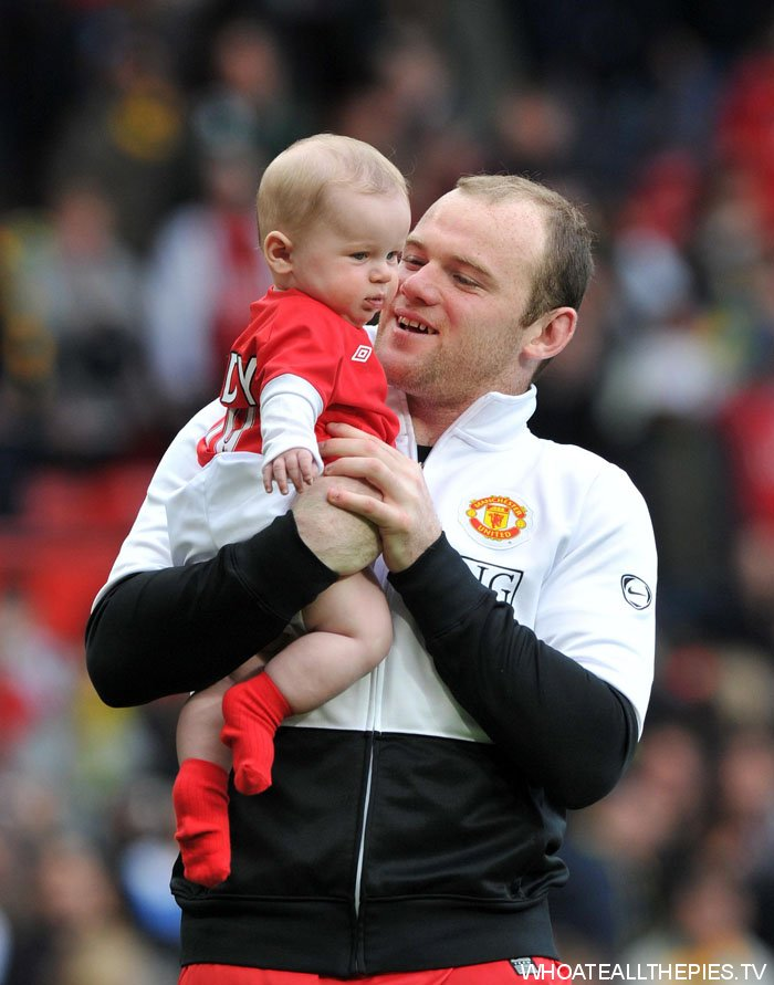 Wayne Rooney Kid pa photos t wayne rooney kai rooney old trafford united e