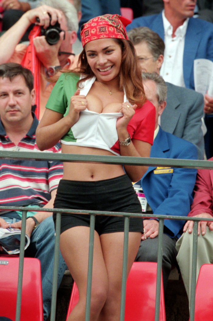 pa-photos_t_hot-female-world-cup-fans-photos-2705b.jpg
