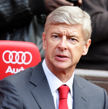 Man Utd ask own fans to stop Wenger 'paedophile' chant