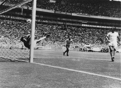 gordon banks pele