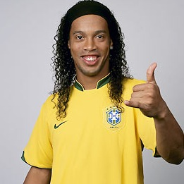Ronaldinho prefers to play with two balls (with video evidence)