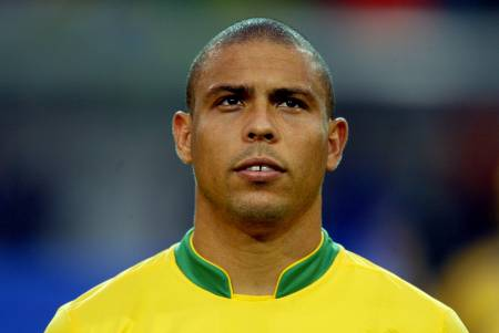 c90bcb10caf4da Ronaldo Luis Nazario de Lima (aka Fat Ron) has announced that he will  retire from the game after his current deal at Corinthians ends in 2011.