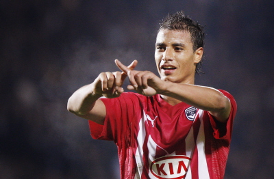 Chamakh deal to be announced, Wenger hints of new spending ability