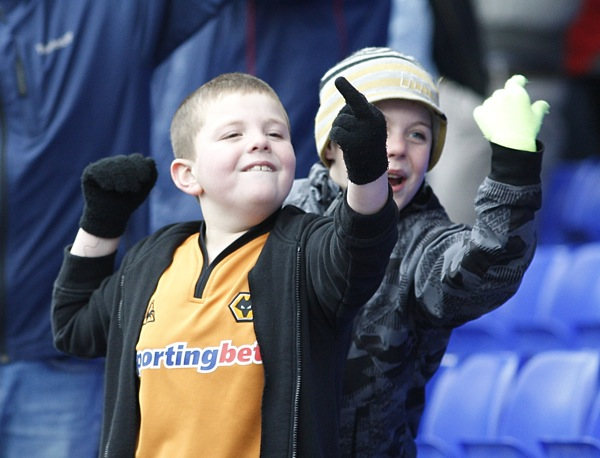 Snapshot Young Wolves Fan Flips Bird At St Andrews Who