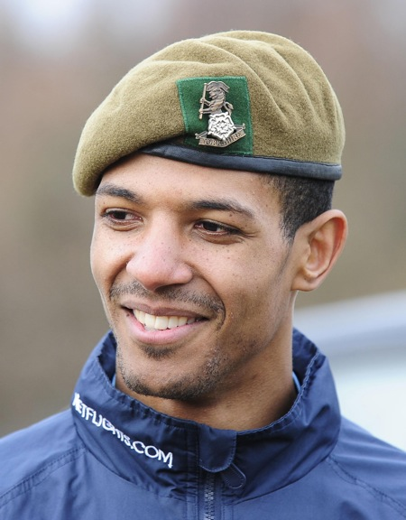 Snapshot: Leeds United Train With The British Army | Who Ate