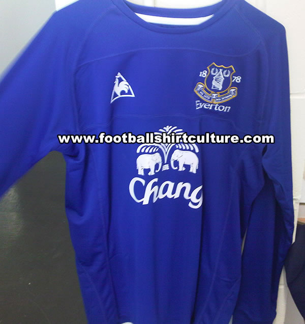 newest f2b43 ae9bf Leaked Pics – New Everton Home Shirt Is Very Blue (No Pink ...