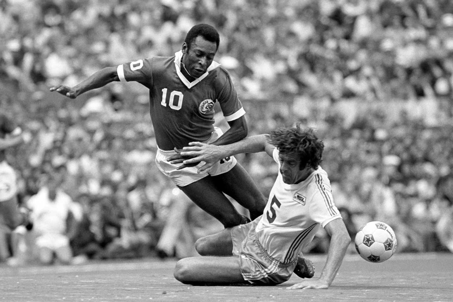 Retro Soccer 15 Brilliant Photos Of The New York Cosmos