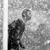 17 Brilliant Photos Of Football In The Snow