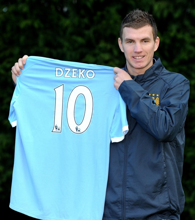 Edin Dzeko Gets The No 10 Man City Shirt Photos Who
