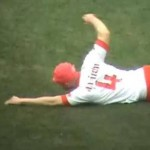 Frisbee, Limbo And &#8216;Swimming&#8217; &#8211; Crazy Scenes Before Milan vs Bari (Video)