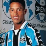 Retro Football: Young Ronaldinho Fluffs Goal-Line Sitter For Gremio (Video)