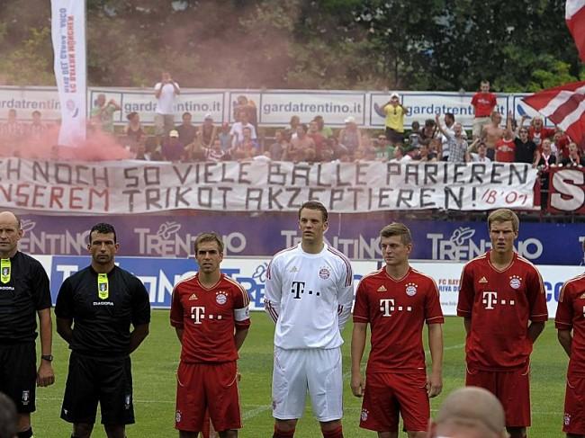 Бавария, банер для Нойера, Не важно сколько мячей ты отобьёшь, ты никогда не станешь здесь своим!