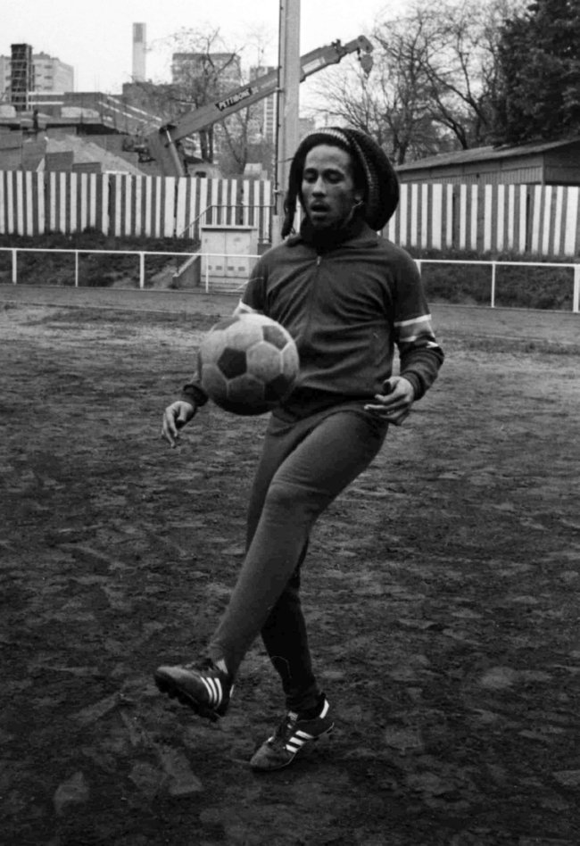 10 Irie Photos Of Bob Marley Playing Football