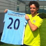 Owen Hargreaves Holds Man City Shirt Aloft, Manages Not To Sprain Anything