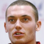 Arsenal&#8217;s Thomas Vermaelen Signs New Contract, Keeps Old Car &#8211; A Rubbish Nissan Figaro