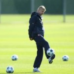 Arsene Wenger Flaunts His Silky Skills During Arsenal Training (Videos)