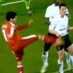 Conniving Little Scheister Luis Suarez Kicks Scott Parker In The Ribs (Video & GIF)