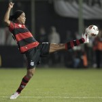 Ronaldinho Buggers Up An Absolute Sitter vs Bangu (Video)