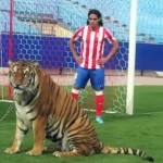Radamel Falcao Meets &#8216;Carla&#8217; The 250kg Bengal Tiger On Vincente Calderon Pitch (Video)