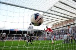 Soccer - Barclays Premier League - Newcastle United v Manchester United - Sports Direct Arena