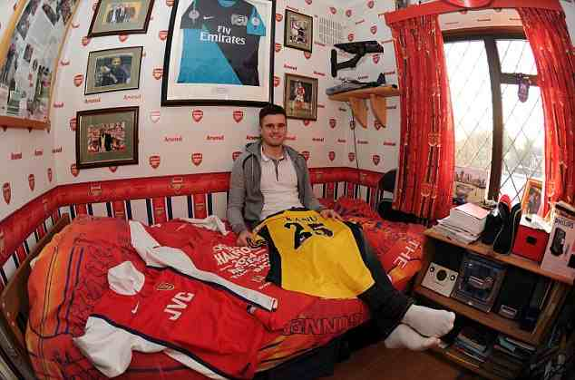 Arsenal S Carl Jenkinson Chooses England Over Finland But