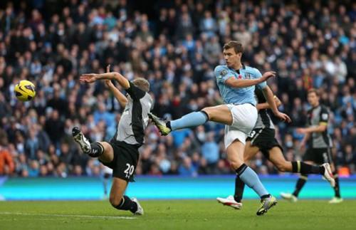 Soccer - Barclays Premier League - Manchester City v Tottenham Hotspur - Etihad Stadium