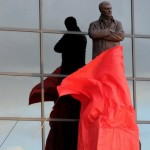 Sir Alex Ferguson Statue Unveiled Outside Old Trafford (Photos)