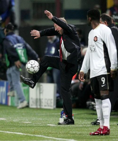 Soccer - UEFA Champions League - Semi-Final - Second Leg - AC Milan v Manchester United - Giuseppe Meazza