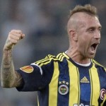 Raul Meireles Given 11-Game Ban For Spitting (And Making &#8216;Homosexual&#8217; Gesture) At Referee, Doesn&#8217;t Take It Well