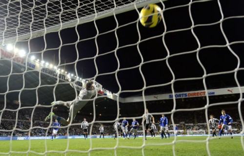 Soccer - Barclays Premier League - Newcastle United v Everton - St James' Park
