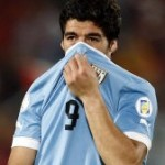 Luis Suarez Punches Chile&#8217;s Gonzalo Jara In The Face (Video)