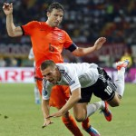 Dutch Hardman Mark Van Bommel Chips Ball Into Trailer From 30 Yards, Before Attempting To Break Its Leg (Video)