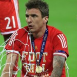 Champions League Winner Mario Mandzukic Loses Winner's Medal, Franck Ribery Saves The Day (Video)