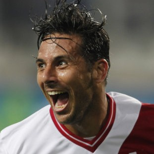 Claudio Pizarro Scores Astounding 'Reverse Acute Angle' Volley vs Ecuador (Video)