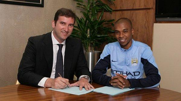 Fernandinho signing 2