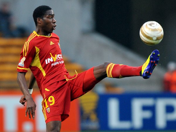Soccer - Coupe de la Ligue - Round of 32 - Lens v Evian Thonon Gaillard - Stade Felix Bollaert