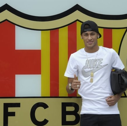 First Photos: Neymar Arrives At Barcelona To Seal The Deal