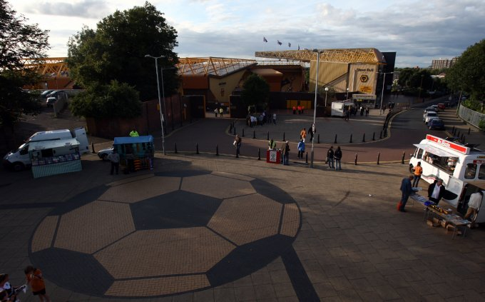 Soccer - Carling Cup - Second Round - Wolverhampton Wanderers v Swindon Town - Molineux