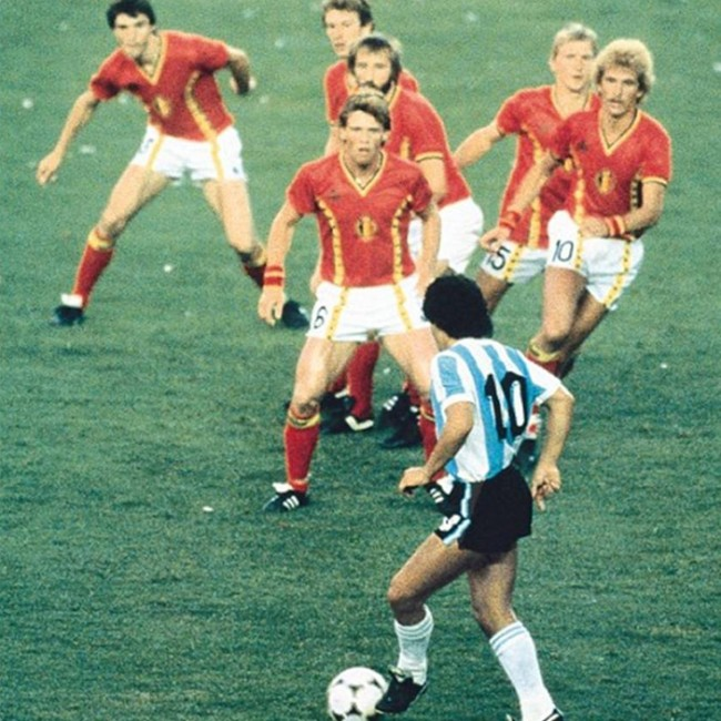 Mythbusting *That* Maradona Photo At '82 World Cup – Flip Flop Flying